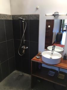 Um banheiro em Les Manguiers