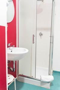A bathroom at Ostello Bello