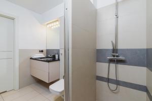 Koupelna v ubytování Apartments Cracow Miodowa by Renters