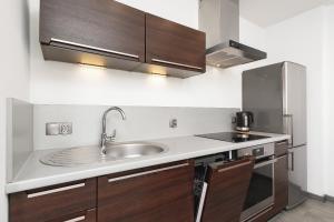 Kuchyň nebo kuchyňský kout v ubytování Apartments Cracow Miodowa by Renters