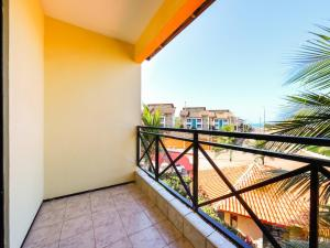 Uma varanda ou terraço em OYO Kalamari Beach Hotel