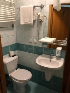 A bathroom at Hotel Restauracja Podzamcze