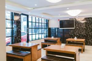 A restaurant or other place to eat at Barelang Hotel Nagoya Batam