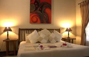 A bed or beds in a room at Pure Joy Lodge