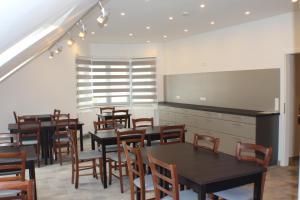 Ein Restaurant oder anderes Speiselokal in der Unterkunft Slamba Hostel