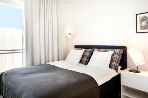 Vuode tai vuoteita majoituspaikassa Apartment Hotel Aallonkoti