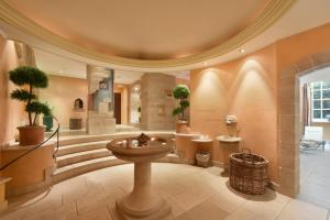 A bathroom at Hotel Landhaus Wachtelhof
