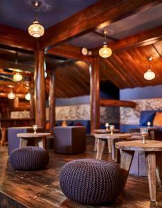 Ein Restaurant oder anderes Speiselokal in der Unterkunft Hotel Ling Bao, Phantasialand Erlebnishotel