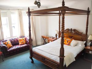 A bed or beds in a room at Hayward's at the Grasmere