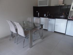 Una cocina o zona de cocina en Apartamentos Borizu Playa