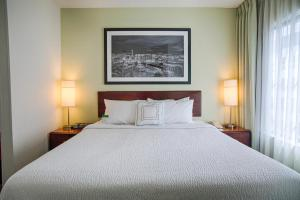 A bed or beds in a room at SpringHill Suites Seattle Downtown