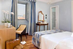 A bed or beds in a room at Hotel Palazzo Papaleo