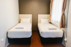 A bed or beds in a room at Balan Village Motel