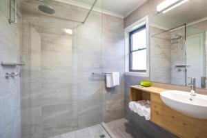 A bathroom at Nightcap at Riverside Hotel