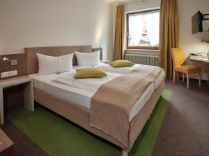 Кровать или кровати в номере Hotel Gasthaus zur Linde