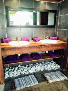 Um banheiro em Pool Mountain Moorea