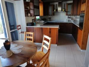 A kitchen or kitchenette at The Family Nest