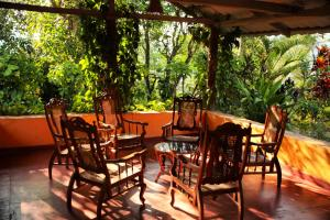 A restaurant or other place to eat at Sunnyside Holiday Bungalow