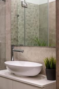 Koupelna v ubytování Deluxe Downtown Home 2 BEDRM, 2 BATHRM