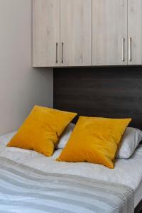 Postel nebo postele na pokoji v ubytování Deluxe Downtown Home 2 BEDRM, 2 BATHRM