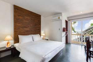 A bed or beds in a room at PP Insula