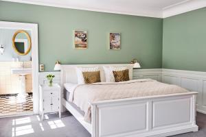 En eller flere senge i et værelse på Kragerup Gods