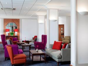 A seating area at Park Inn by Radisson Northampton Town Centre