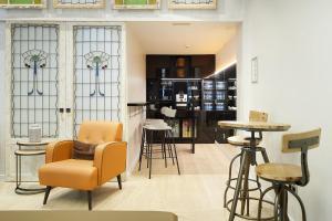 El salón o zona de bar de Hotel Arrizul Congress