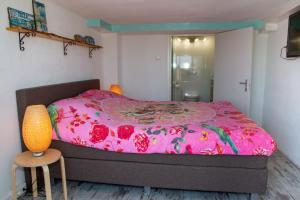 Een bed of bedden in een kamer bij little ibiza