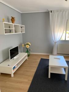 Una televisión o centro de entretenimiento en Casa Ramallal
