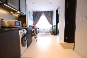 A kitchen or kitchenette at ST Residences Tiong Bahru