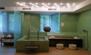 A bathroom at relexa Waldhotel Schatten