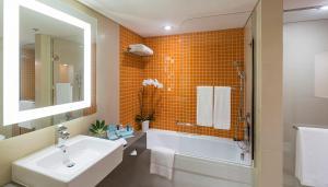 Ванная комната в Novotel Dubai Al Barsha