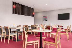 A restaurant or other place to eat at Ramada by Wyndham Cobham