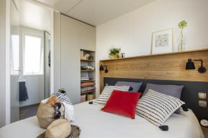 A bed or beds in a room at Camping Pascalounet