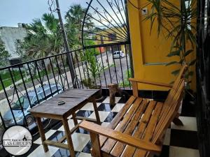 A balcony or terrace at Hostal Las Cruces