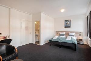 En eller flere senge i et værelse på Hotel Ansgar