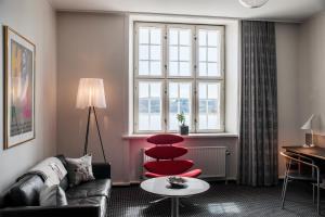 A seating area at Hotel Koldingfjord