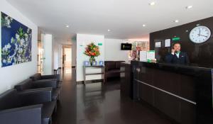 The lobby or reception area at 122 Plaza Apartahotel