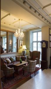 The lobby or reception area at Ryde Castle by Greene King Inns
