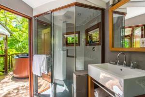 A bathroom at Geejam