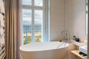Ein Badezimmer in der Unterkunft SEETELHOTEL Strandhotel Atlantic