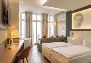Ein Bett oder Betten in einem Zimmer der Unterkunft SEETELHOTEL Strandhotel Atlantic