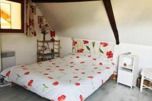A bed or beds in a room at LES BRUYERES
