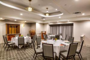 A restaurant or other place to eat at Hilton Chicago/Oak Lawn