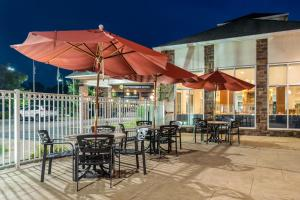 A restaurant or other place to eat at Hilton Garden Inn Morgantown
