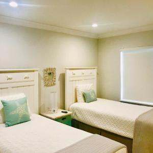 A bed or beds in a room at Sea Turtle Inn