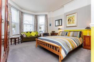 A bed or beds in a room at The Ravensbourne Hotel
