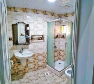 Um banheiro em Almudawah Hotel