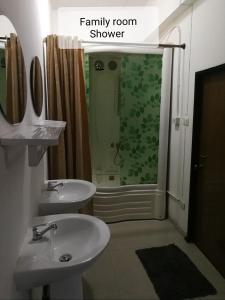 A bathroom at Chiangmai Gate Capsule Hostel Dormitory
